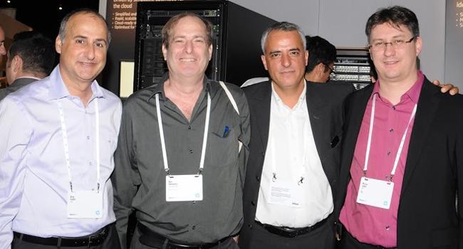 מומחה HP בביתן; דני גבאי, מנהל מכירות ב-HP ישראל; רן שמואלי, מנהל רכש גלובלי, אמדוקס; אריק יפה, מנהל המכירות ללקוחות עסקיים ב-HP ישראל