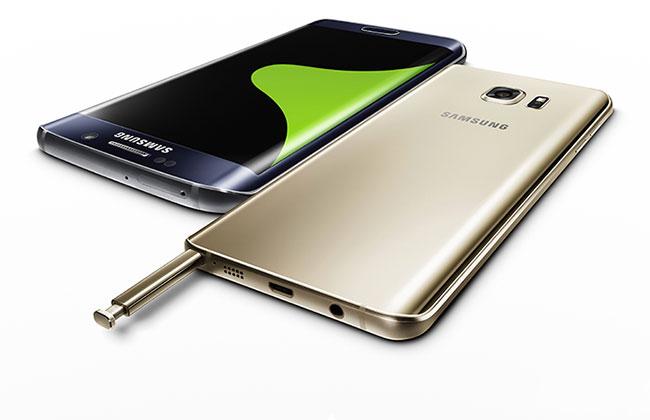 המכשירים של סמסונג ממשפחת Note ו-Edge: ה-Note 5 (מימין) והגלקסי +S6 Edge