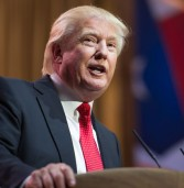 סנטורים דמוקרטים דורשים מידע על הנייד האישי של טראמפ