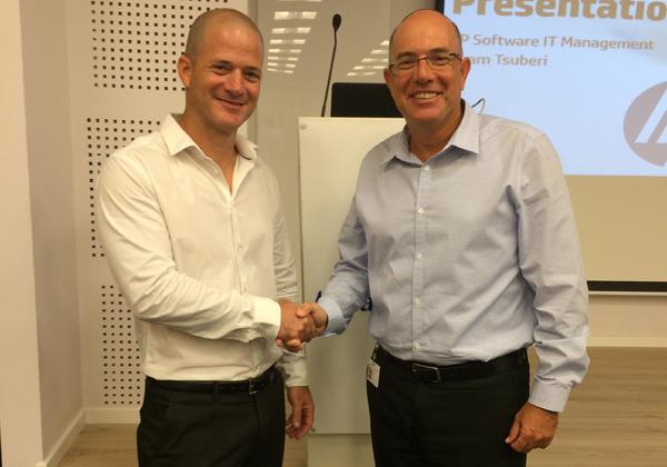 """מימין: אודי וינטראוב, מנכ""""ל תים ואריאל סלפטר, מנהל חטיבת התוכנה ב-HPE Software"""