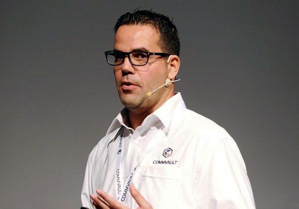 יוסי אשכנזי, מהנדס מערכות בכיר בקומוולט ישראל, שהעביר את ההדרכה