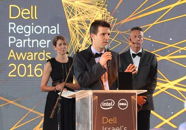 """אלדר רטר, מנכ""""ל XGlobe מקבל את פרס שותף האחסון המצטיין של דל"""