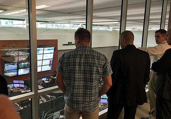אנשי המשרד לביטחון פנים בביקור במוקד החירום בברגן, ניו-ג'רזי