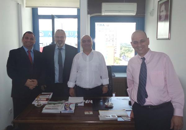 נציגי ג'גאנו ואנשי משרד התחבורה של טורקיה בפגישתם