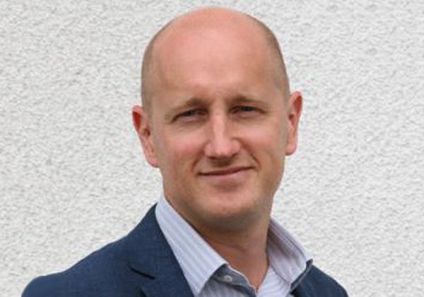 כריס באקל, מנהל הנדסת מכירות, קמינריו