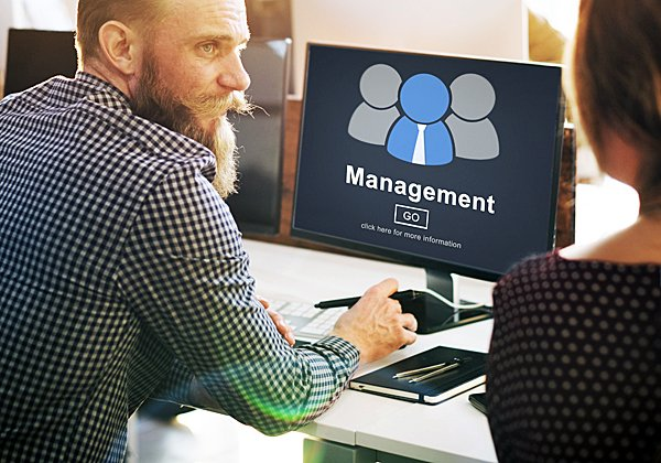 מנהל הדיגיטל הראשי - בדרך לקומת ההנהלה. צילום אילוסטרציה: BigStock