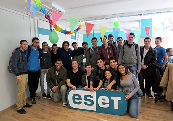 """התלמידים במשרדי ESET. צילום: יח""""צ"""