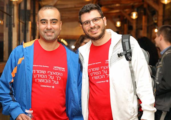 מימין: אורי טובול, פריסייל ב-HDS, ושאדי חמדאן, מנהל צוות אחסון בבנק דיסקונט