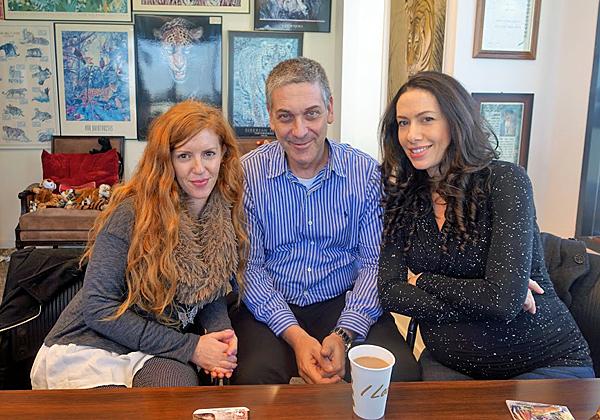 באו לבקר במאורת הנמר: מימין - לילך שונמי ומיכאל כהן, הבעלים המשותפים של חברת הייעוץ חושן, וליטל פז, מנהלת הפיתוח העסקי שלה