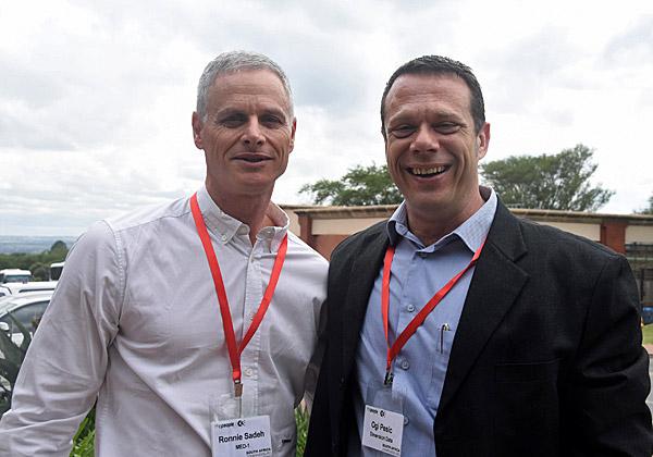 """אוגי פסיק, מנהל הפיתוח העסקי של Dimension Data; ורוני שדה, מנכ""""ל MedOne. צילום: פלי הנמר"""