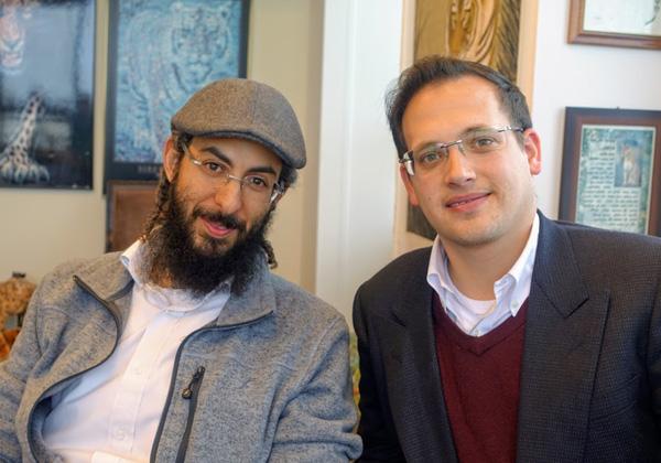 """באו לבקר במאורת הנמר. מימין: אודי דאובה, בקרוב מנכ""""ל פרדסיה פרויקטים, ויובל שלום אוזנה, יזם ומקים החברה"""