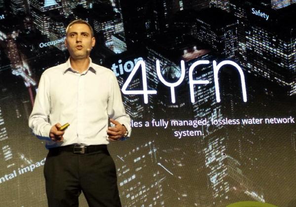 """אסף שאלתיאל, מייסד ומנכ""""ל SmarTap, מרצה בתערוכה בברצלונה. צילום: יח""""צ"""