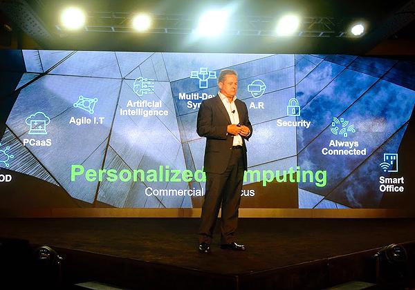 המיצוב החדש של לנובו במלאת 25 שנה ל-PC שלל ThinkPad הוא Personal Computing במקום Personal Computer. צילום: פלי הנמר