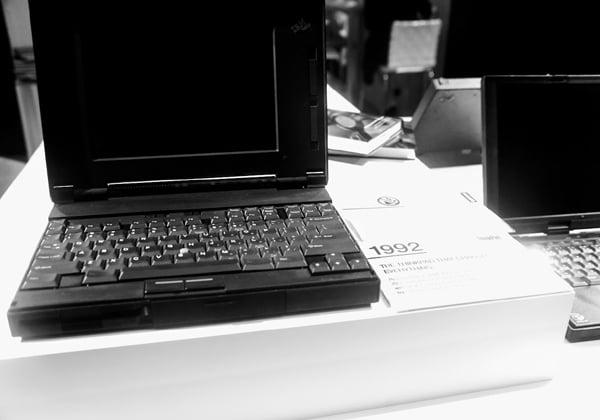 דגם המחשב  ThinkPadהראשון מ-1992 - 25 שנה של מובילות. צילום: פלי הנמר