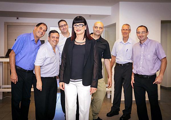 מיטלמן עם נציגים מחברות הפורטפוליו של היי סנטר. צילום: מיכה בריקמן, כתום צלמים