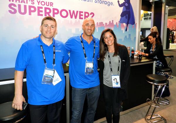 מימין: לורן מצוות השיווק של קמינריו; טל שפסה, מהנדס מכירות בחברה; ועמיחי דעי, מנהל התמיכה של קמינריו ב- EMEA