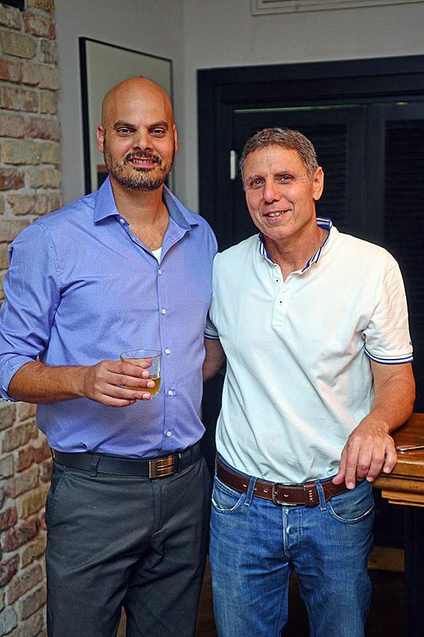 מימין: גל עופרי, מנהל הטכנולוגיות הראשי של טלדור תקשורת, וחיים עומר, מנהל תחום רכישות ב-Dell-EMC ישראל. צילום: מקס קרבצ'נקו