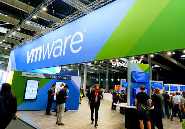 תצוגת הענק של VMware בכנס השנתי שלה בברצלונה. צילום: פלי הנמר