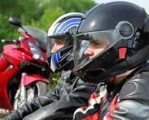 קסדת אופנוע עם תצוגה טכנולוגית