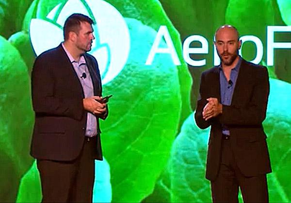 """מימין: דיוויד רוזנברג, מנכ""""ל Aerofarms, ואנדי רודס, סגן נשיא למחשוב קצה של האינטרנט של הדברים בדל טכנולוגיות. צילום: נחמה אלמוג"""