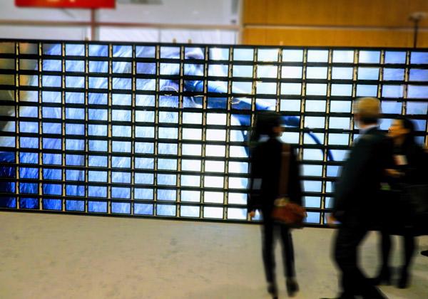 קיר פסיפס האנימציה הגדול בעולם ממחשבי טבלט. צילום: פלי הנמר