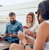 משחק קלפים חדש: מפרסמים הודעות מביכות ברשתות החברתיות