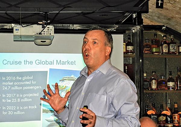 ניק ווילקינסון, סגן נשיא NCL, מציג את היקפי שוק הקרוזים הגלובלי. צילום: פלי הנמר