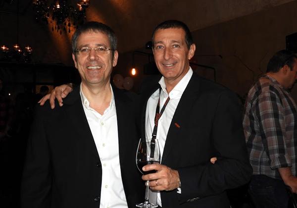 """מימין: רפי שקולניק, מנהל הפעילות העסקית של אוויה ישראל; ושמעון אמויאל, מנכ""""ל אבנט תקשורת, מפיצת אוויה בישראל. צילום: פלי הנמר"""
