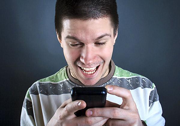 נמשכת המגמה: הצעירים - פחות בפייסבוק, יותר בסנאפצ'ט. צילום אילוסטרציה: תיאודור לזרב, BigStock