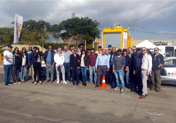 """עובדי ולקוחות 2BSecure וצ'ק פוינט לפני שעלו על רכבי המרוץ. צילום: יח""""צ"""