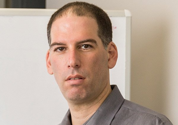 """יריב ענבר, מנהל חדשנות עסקית בחטיבת מוצרי התוכנה של מטריקס. צילום: יח""""צ"""