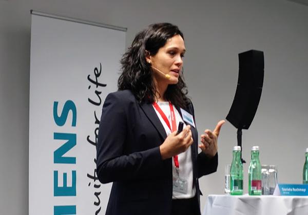 דניאלה בוכמאייר, מנהלת קבוצת החדשנות ופיתוח היישומים ב-GEA CEE, לקוחה של סימנס. צילום: פלי הנמר