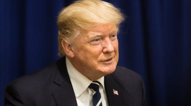 מחאה ברשת: גיוס המונים מוצלח למען סוכן FBI מתנגד טראמפ שפוטר