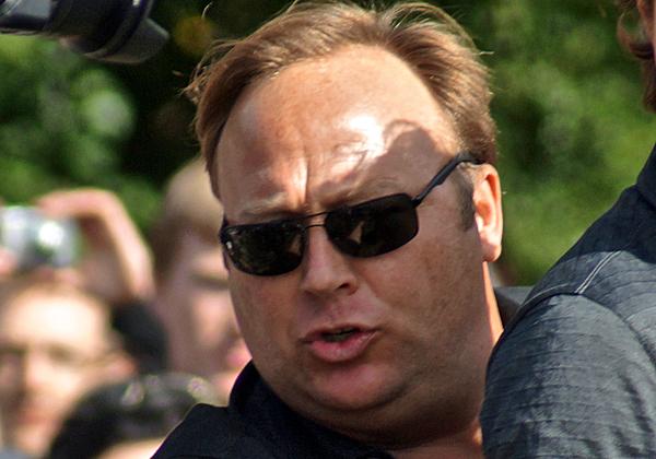 אלכס ג'ונס. צילום: טיילר מרבלר, מתוך ויקיפדיה
