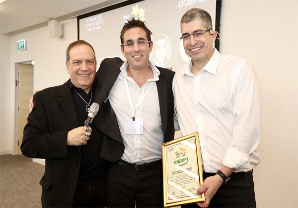 מימין: אבנר שטראוס, אריק פרישמן, סמנכ''ל דיגיטל ודטה, בנק דיסקונט, פלי הנמר, מנהיג אנשים ומחשבים. צילום: ניב קנטור